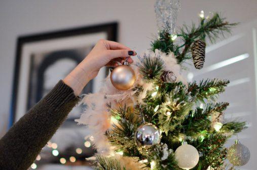 Lidé, kteří ladí vánoční výzdobu dříve, jsou šťastnější