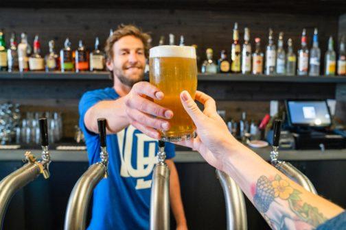Pivo zdarma pro ty, kteří se přepravují ekologicky. V Boloni bojují za čistší vzduch