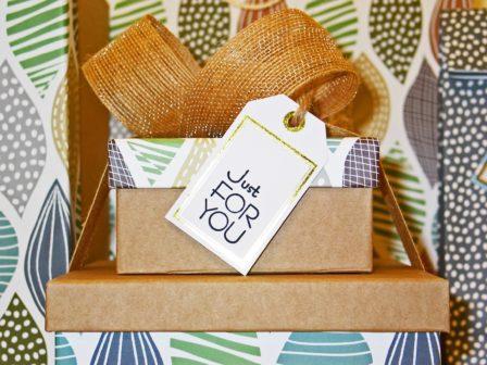 Dle studie radost z dávání trvá déle než radost z dostávání