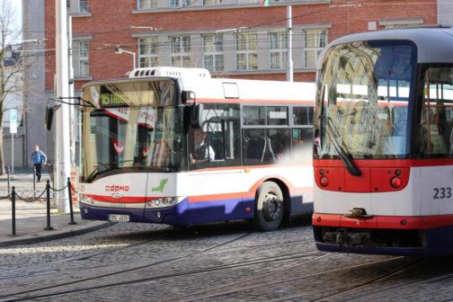 Senioři od 65 let budou v Olomouci cestovat MHD zadarmo