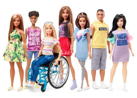 Mattel přichází s řadou realistických Barbie. Nabídne panenky na vozíčku i s protézou
