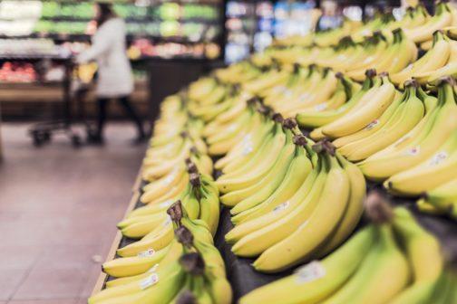 Nahé ovoce. Supermarket vyndal ovoce z plastů a slaví úspěch
