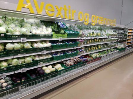 Islandský supermarket nabízí recyklaci obalů přímo v obchodě