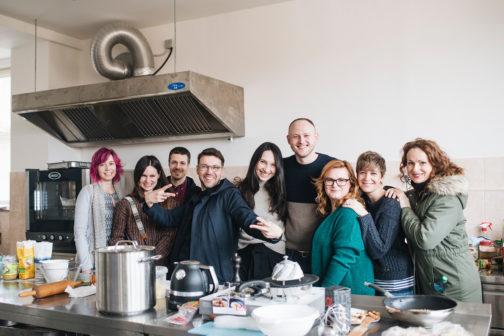 V prostorách pražské potravinové banky vznikla první komunitní kuchyň v Česku