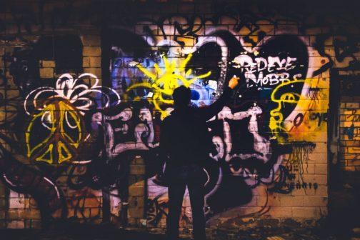 Speciální laser odstraní graffiti z památek, aniž by poškodil povrch