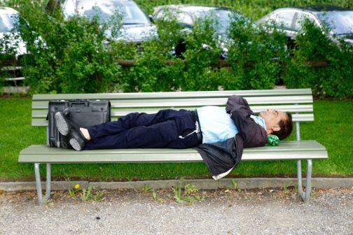 Pravidelný odpolední spánek lidem podle vědců prospívá