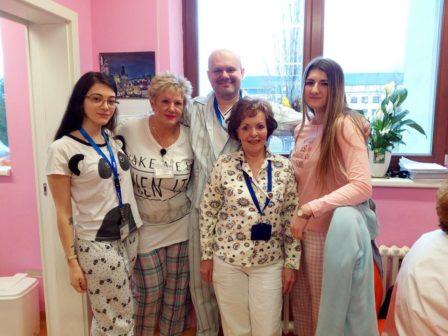 Pyžamový den v nemocnicích nejen v Británii pomáhá šířit osvětu