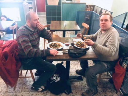 Pražská restaurace servíruje v neděli večer jídlo lidem v nouzi