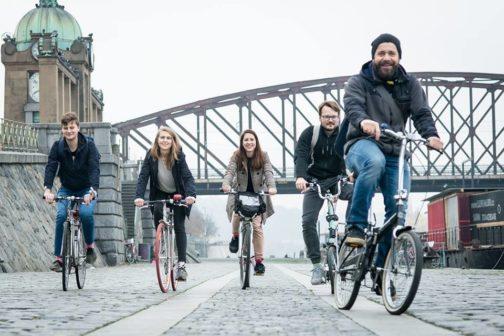 Do práce na kole v květnu znovu vyrazí tisíce Čechů
