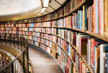 Dobrovolníci přestěhovali píseckou knihovnu netradičním způsobem