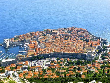 Turistům v Chorvatsku a Bulharsku budou opět pomáhat čeští policisté