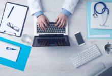 Mladý doktor na svém Instagramu bojuje proti medicínským bludům