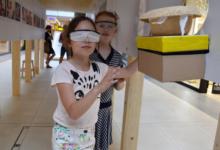 V Českých Budějovicích zahájili výstavu Nebuďme slepí. Lidé se mohou vcítit do života nevidomých