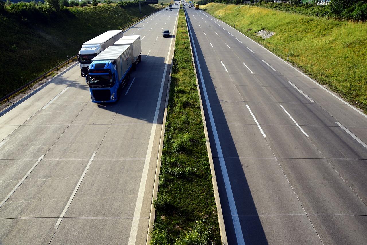 Brněnský student navrhl systém upozorňující na jízdu v protisměru