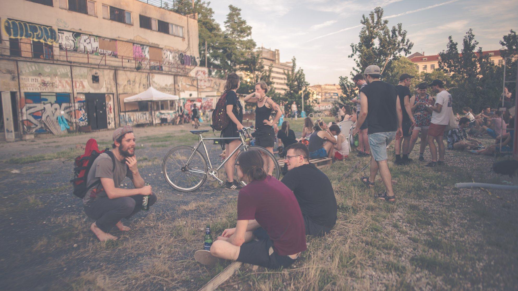V Praze se otevřela komunitní cyklodílna, kde si lze opravit kolo
