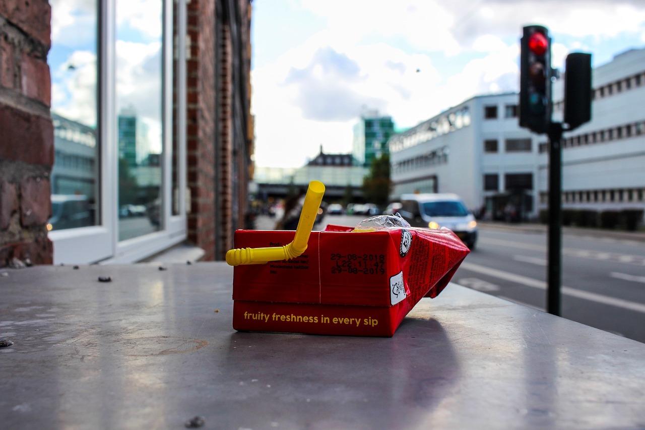 Tetra Pak jako první uvádí na evropský trh papírová brčka