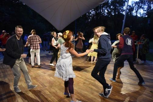 V Brně stojí nová venkovní tančírna, je dostupná veřejnosti