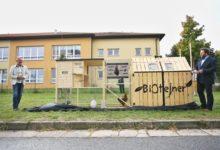 Břeclavské sídliště má první BIOtejner v Česku. Odpad v něm pomáhají likvidovat slepice