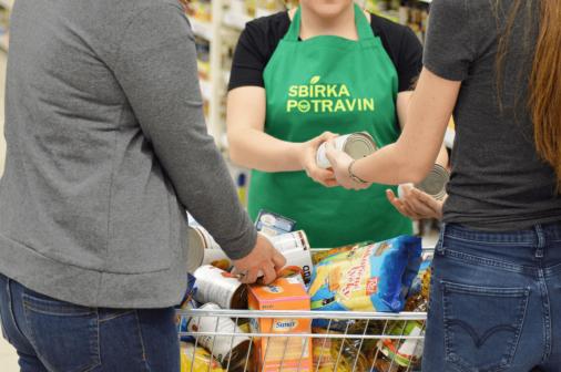 Podzimní kolo Sbírky potravin se blíží. Zapojit se mohou jednotlivci i firmy