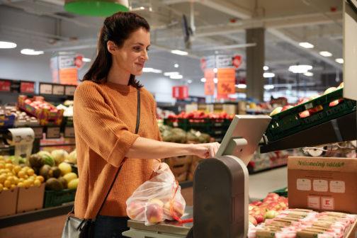 Opakovaně použitelné ovosáčky se dostávají i do českých supermarketů