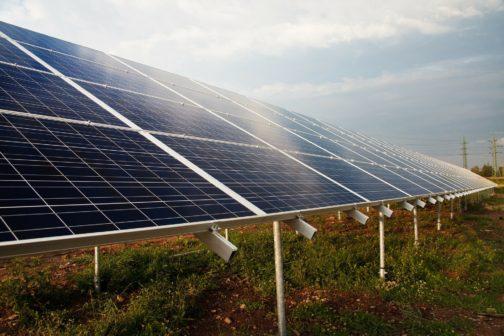 Miliardáři chtějí změnit svět k lepšímu, podpořili solární projekt