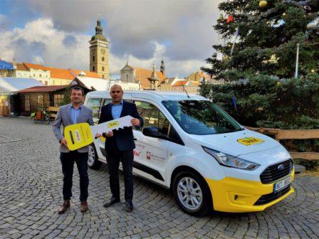 Sociální taxislužba pomáhá seniorům už v 16 českých městech