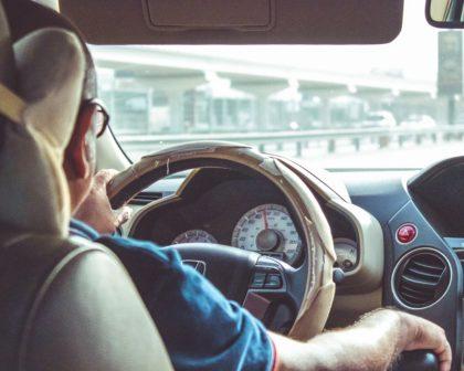 Plzeň pořádá pro seniory kurzy k oživení řidičských dovedností