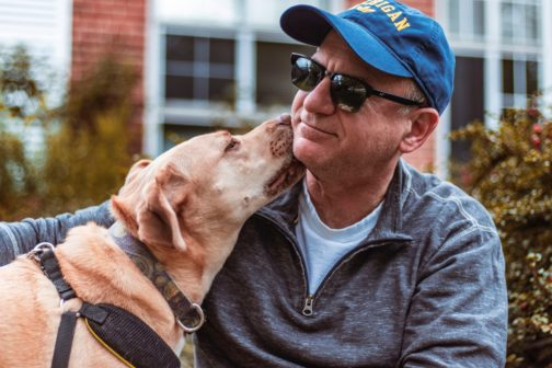 Psi se ve výcvikovém centru učí vyčenichat rakovinu