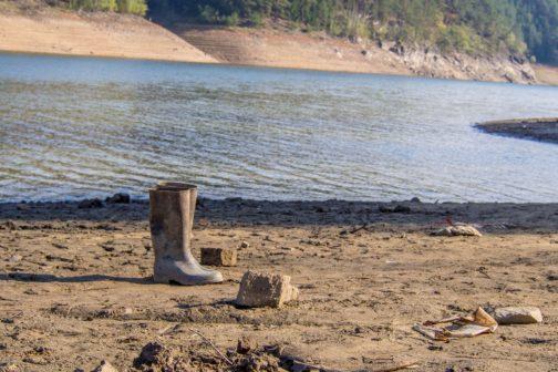 Dobrovolníci pomohli uklidit odpad z Orlické přehrady