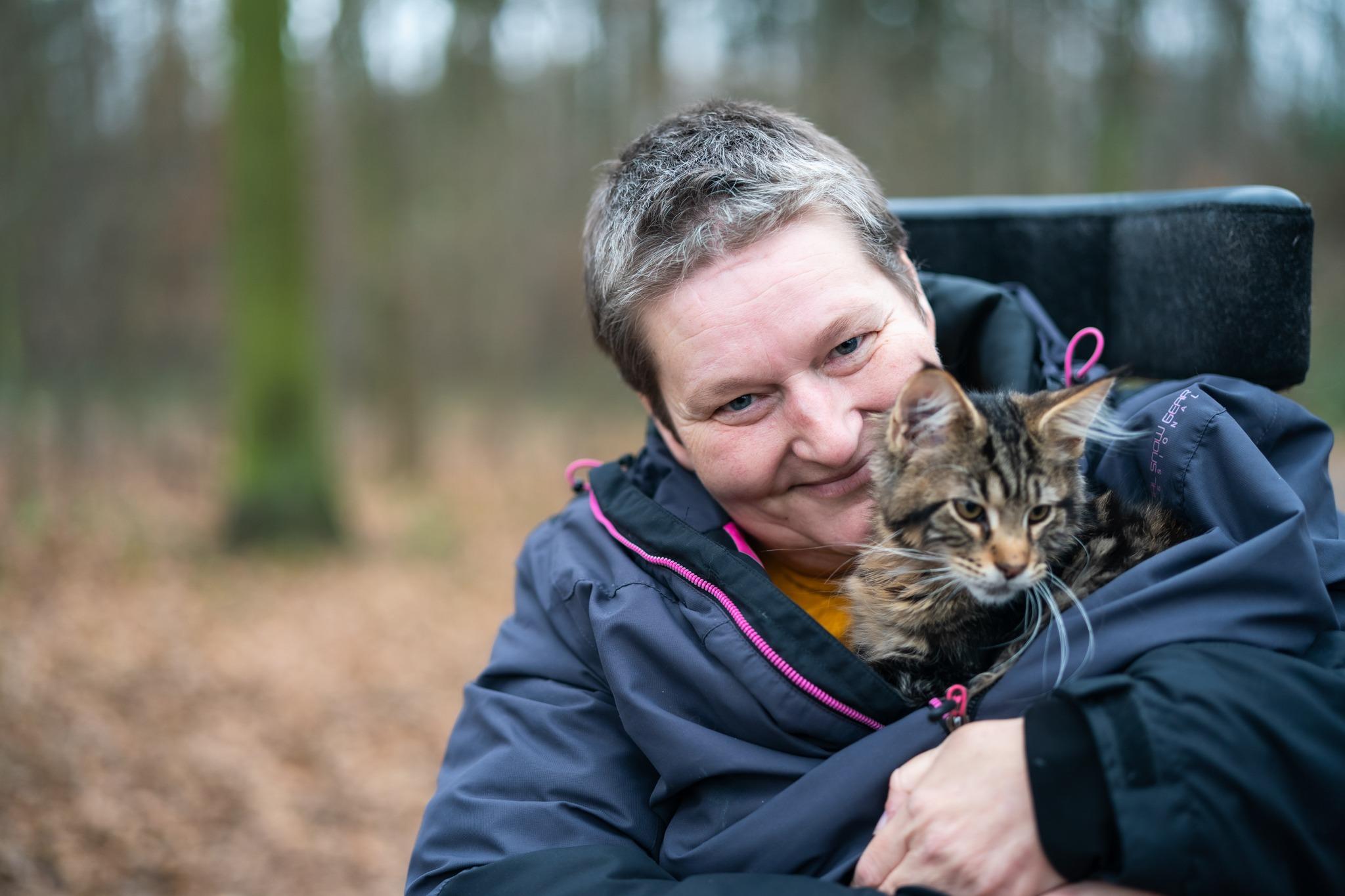 Naplňuje mě, když svůj čas můžu smysluplně využít, říká vozíčkářka Petra Černá, která pomáhá opuštěným kočičkám
